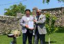 ყაზახეთის რესპუბლიკის საგანგებო და სრულუფლებანი ელჩი ბ. მუხამეჯანოვი მადლობის სიგელები გადასცა